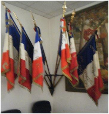 cravate noire drapeau